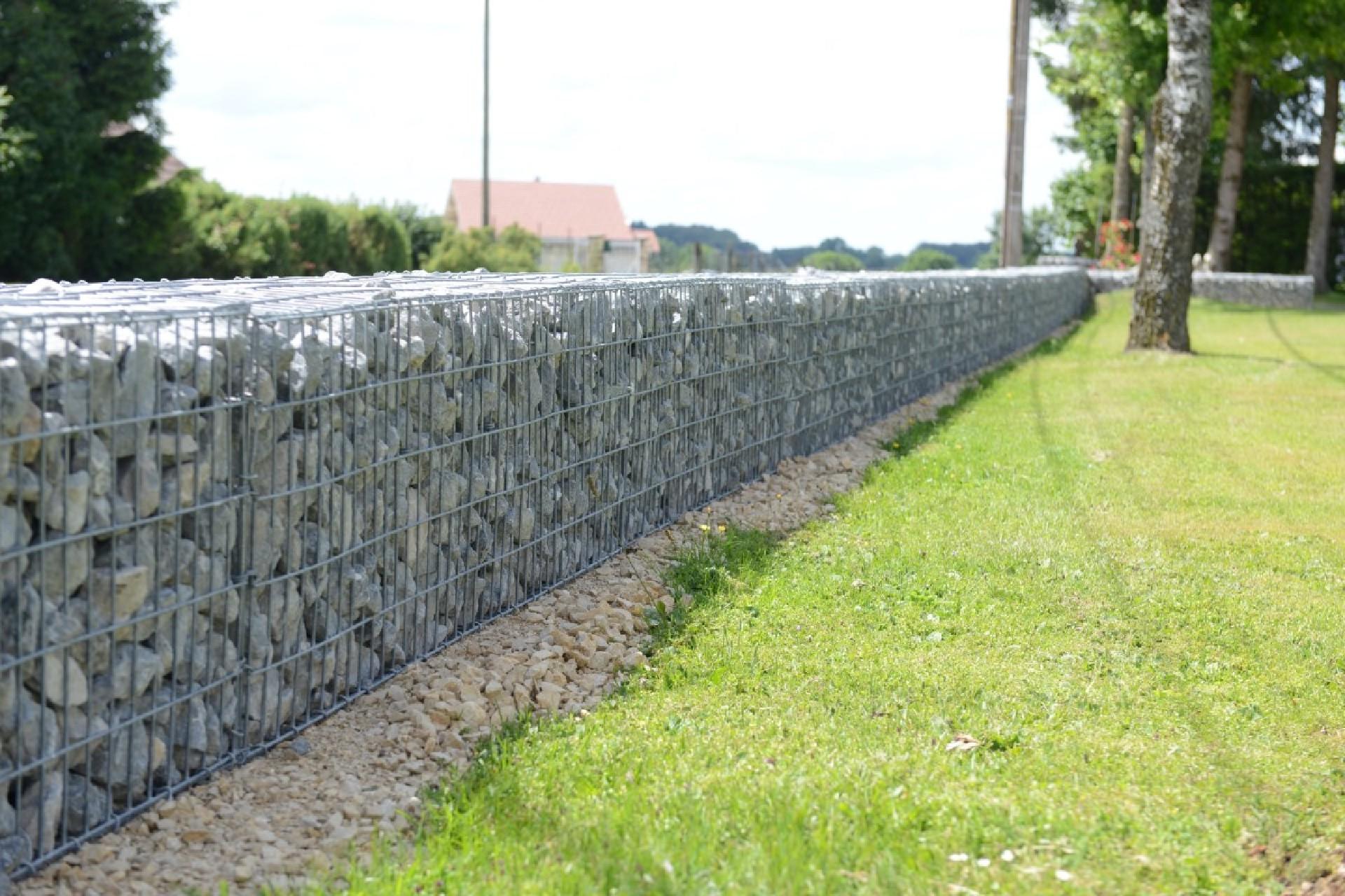 mur grillage rempli cailloux best texture en pierre concrte de fond de mur de cailloux with mur. Black Bedroom Furniture Sets. Home Design Ideas